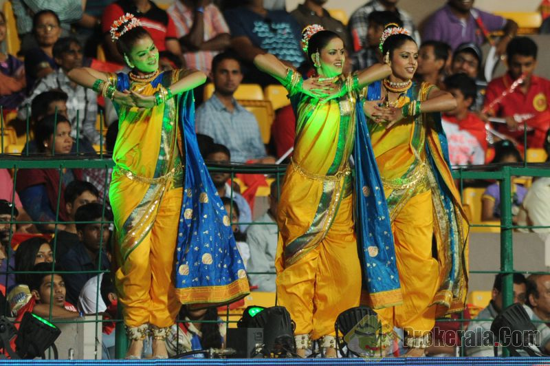 pune-warriors-india-cheerleaders-during-the-match-62223
