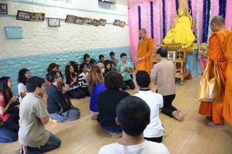 """คณะกงสุล เมืองมุมไบ และคณะพระธรรมทูต เยี่ยมนักศึกษาไทย เมืองปูเณ่ ใน """"กงสุลสัญจร"""""""
