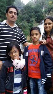 คุณ A.J Mishra, คุณฝน และลูกสาวลูกชาย ตอนไปเที่ยว Mussourie